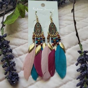 💎NEW💎 faux feather gold tone drop earrings